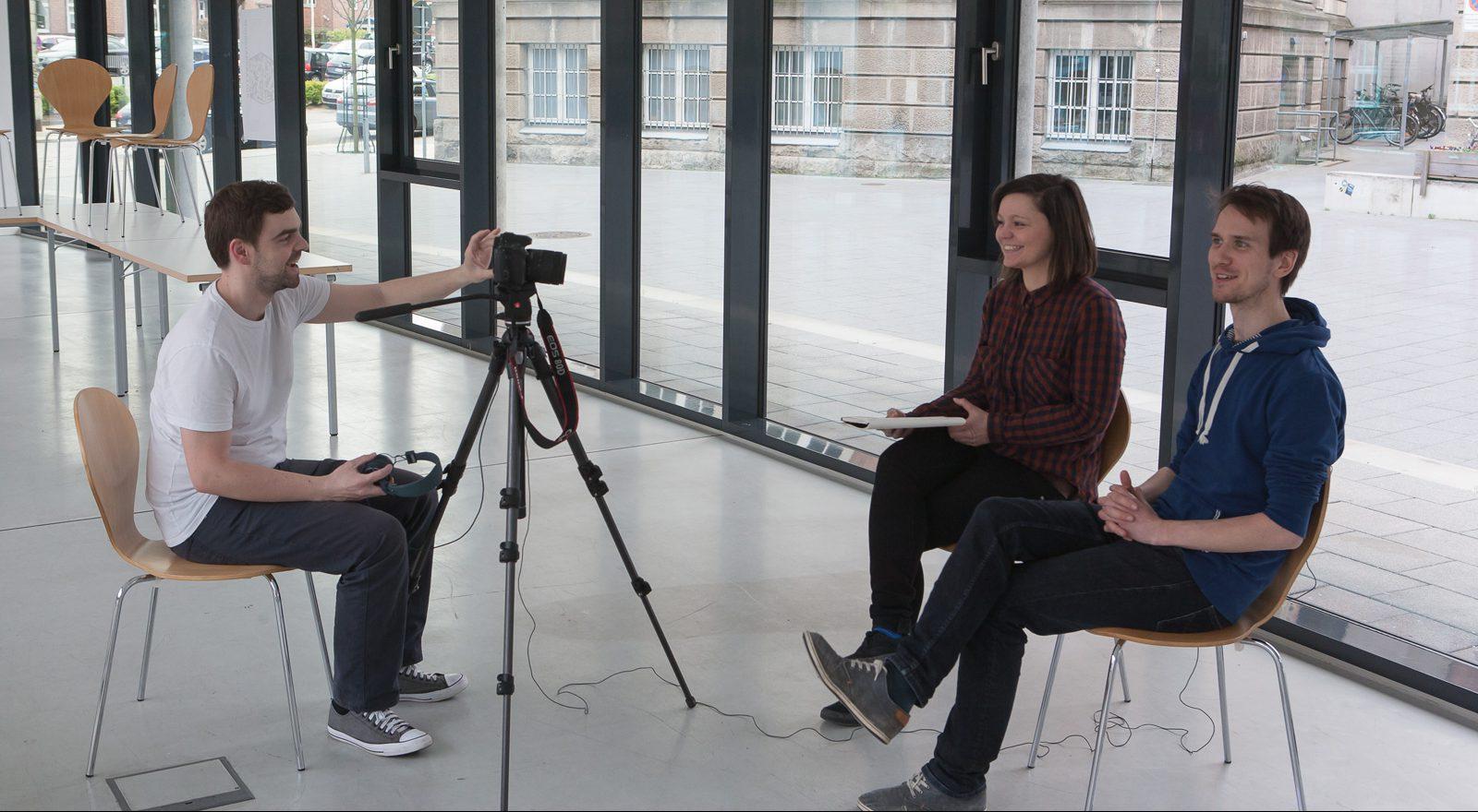 Ton- und Kameramann Martin, Fragenbeantworter Franziska und Stephan
