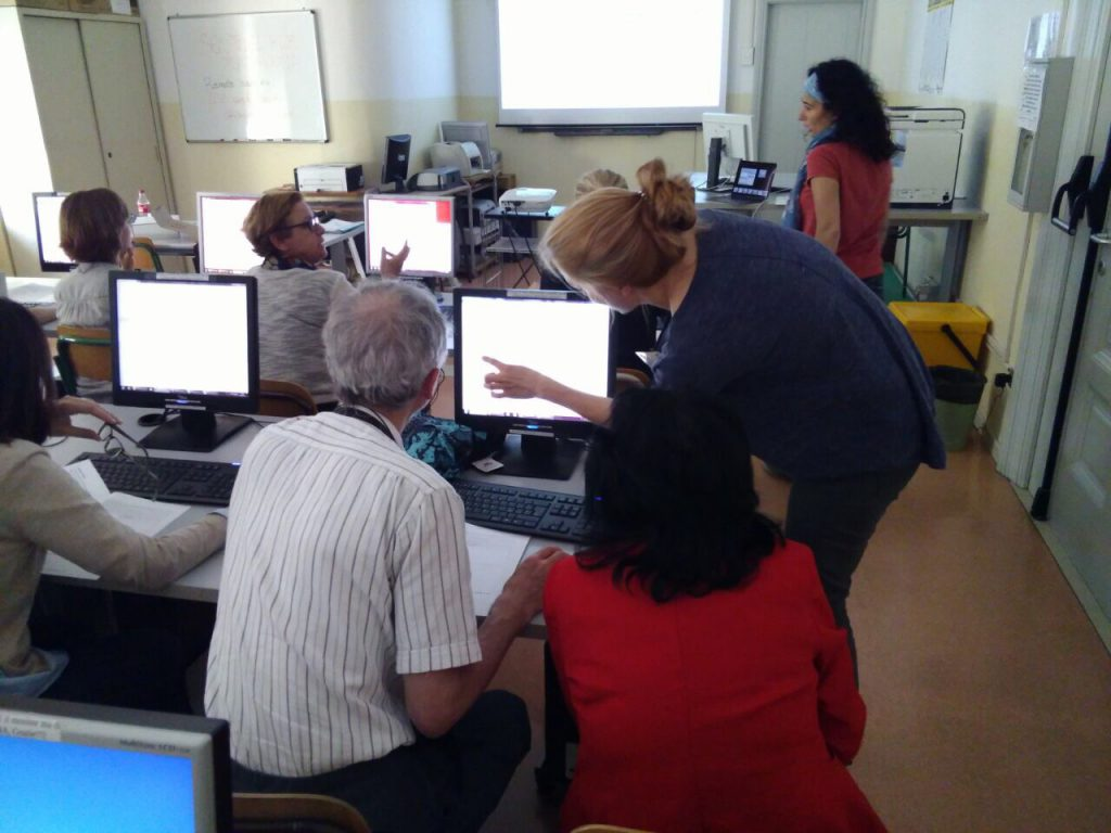 Die Teilnehmer sollen zur Übung die Arbeitsblätter selbst am PC durchgehen. Fragen konnten direkt vor Ort geklärt und veranschaulicht werden.