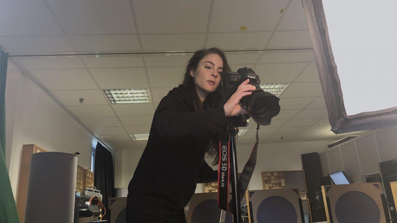 Weird angle: Ronja Dörr shooting Video.